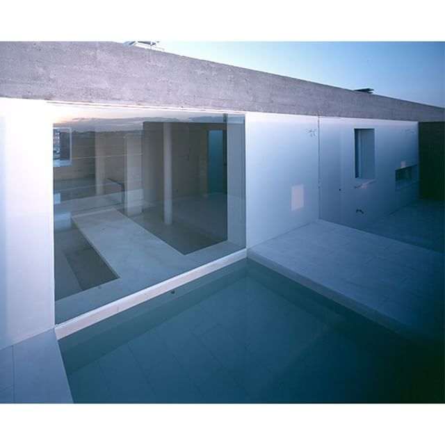 #building #jesusaparicio foto #hisaosuzuki #pool #water #transparency #minimal #glass #penthouse #skyline #architecture #arquitectura #design #diseño