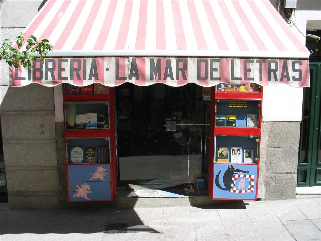 Librería-La-Mar-de-letras-exterior.jpg