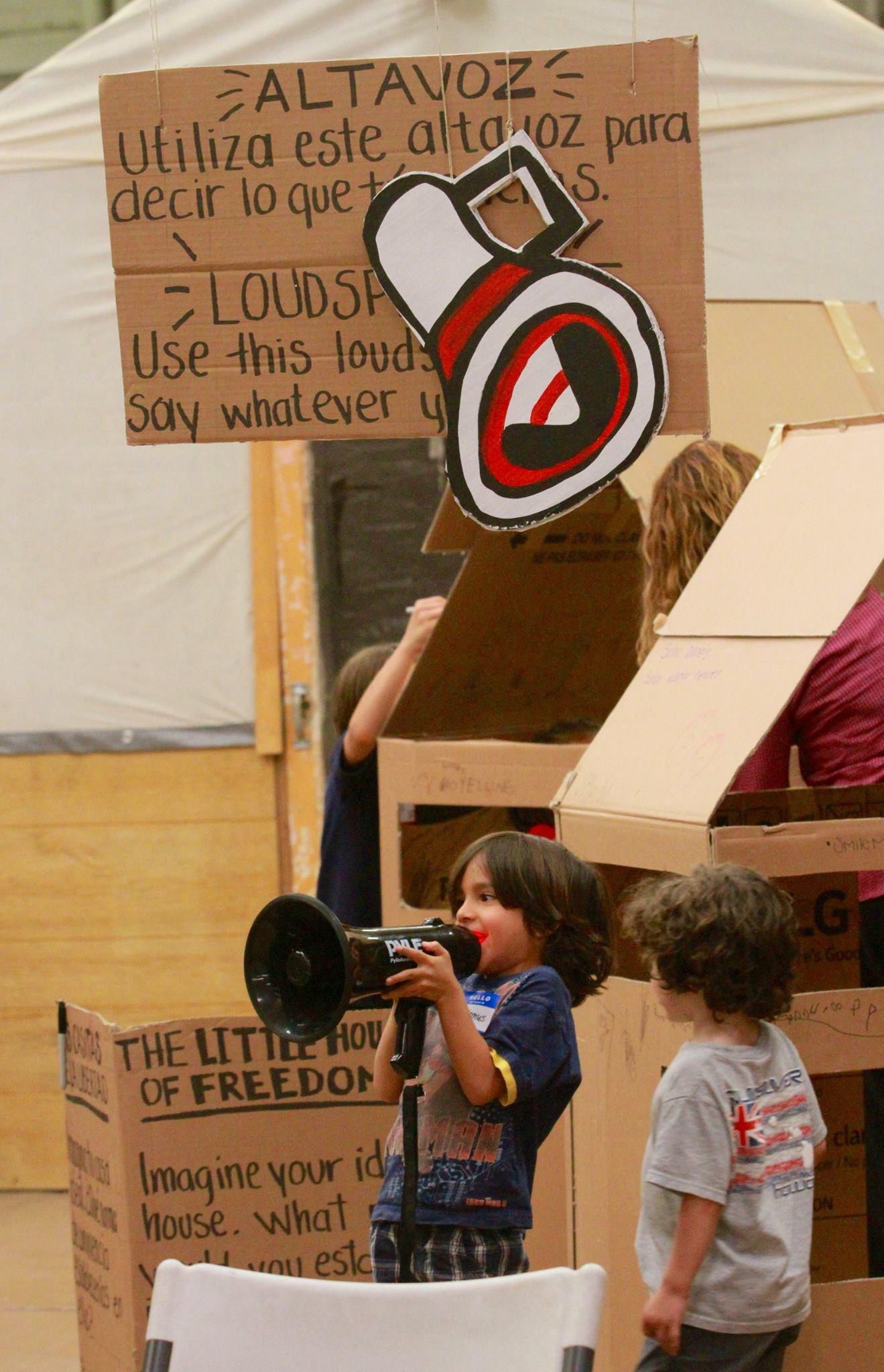 'Loudspeaker in action 2'. Photo credit: Luis Hernández from El Diario de El Paso.