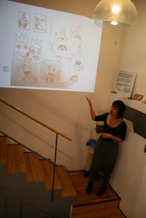 Daniela presentando. Foto: Miki Hernández.
