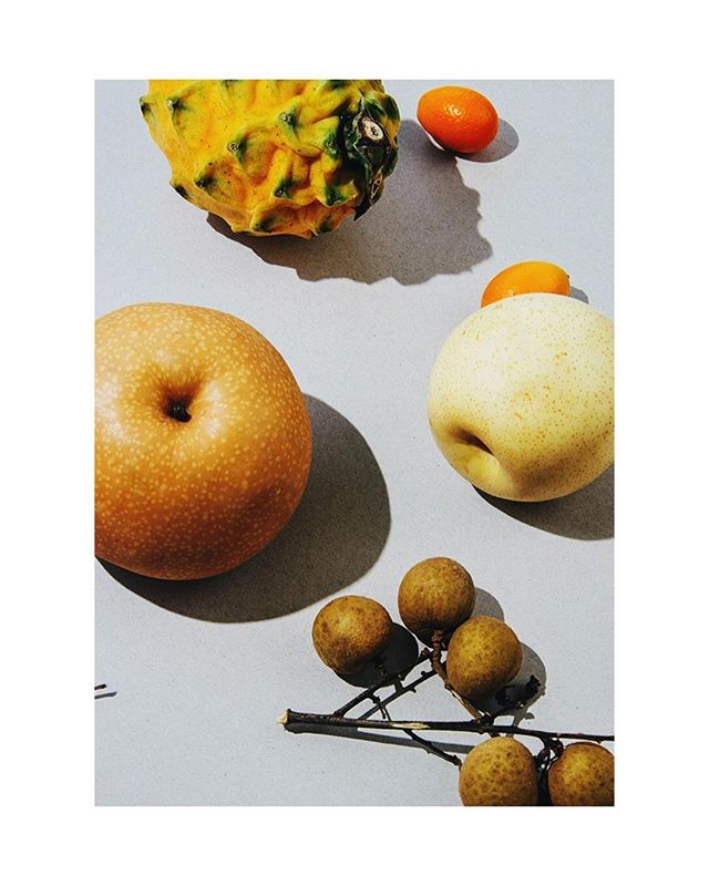 🍐🍏🍈 It would be cool if whatsapp created exotic fruit icons 🧐 • • #exotic #fruit #fruitporn #foodphotography #instafood #foodstagram #pear #koreanpear #dragonfruit #fruits #longan #kumquat #bag #market #foodstylist #foodstyling