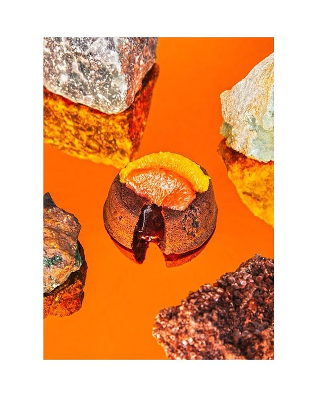 Nuevo trabajo fotográfico para @monkeyclubmarbella en colaboración con @gustavojduarte • • #foodphotography #setdesigner #propstyling #foodstyling #instafood #instagood #food #culinary #artfood #editorial #abstractart #art #chocolate #mirrow #rocks
