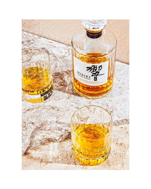 Lujo sosegado ✨✨ @gustavojduarte  @monkeyclubmarbella  @suntorywhisky_hibiki • • #japanese #japanseswhisky #whisky #hibiki #drink #alcohol #luxury #marble #foodphotography #foodstagram #instafood #propstyling #setdesign #commercial