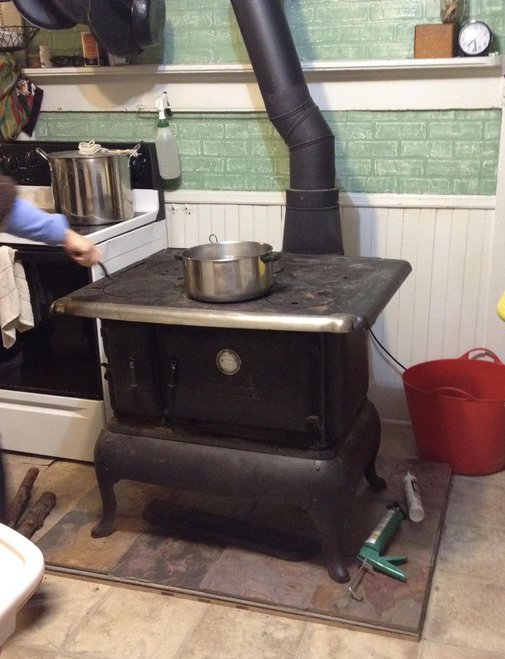 Maddrey actually cooked an entire Thanksgiving dinner on this stove