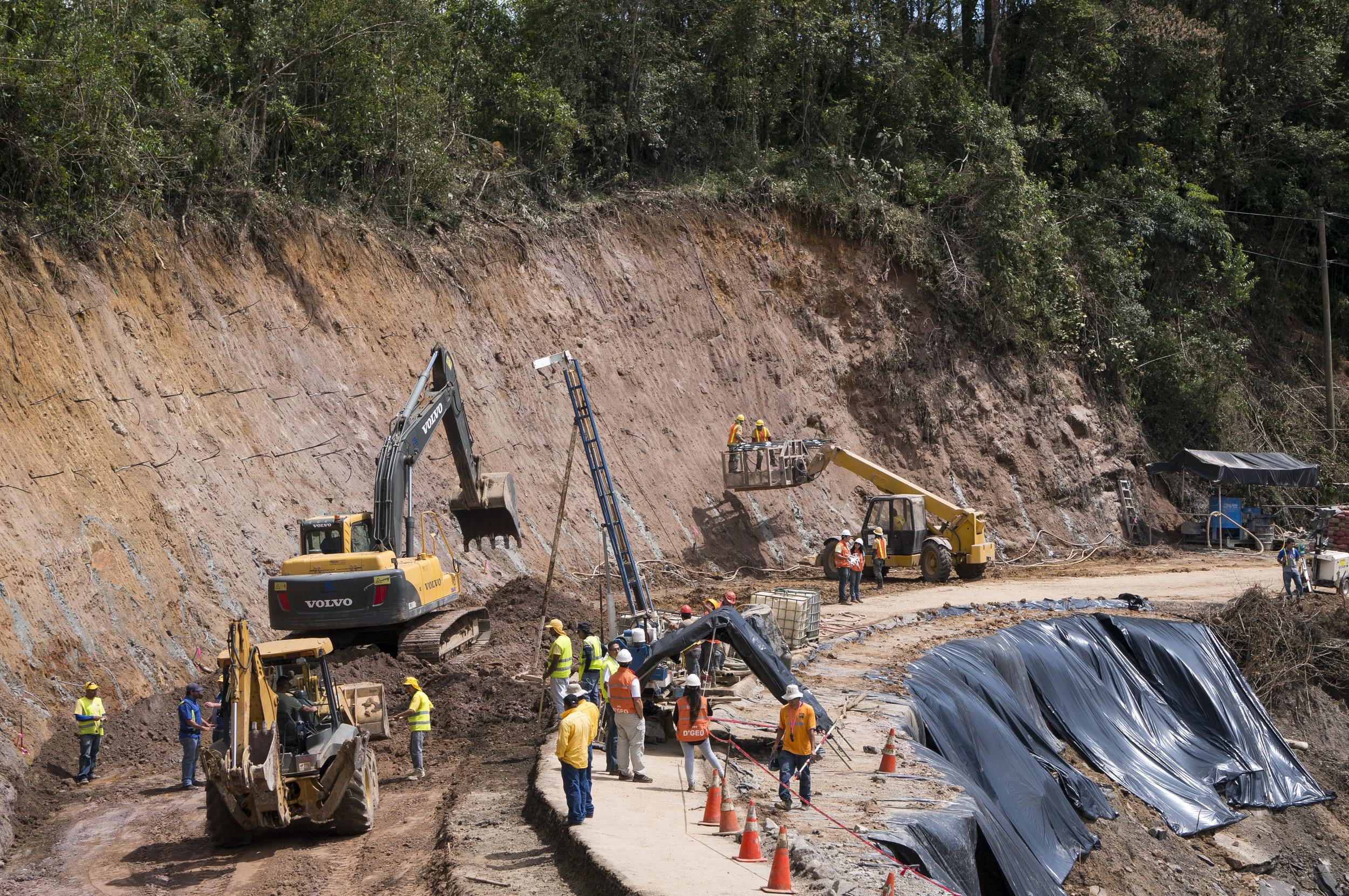 Deslizamiento sobre la Ruta Nacional 2
