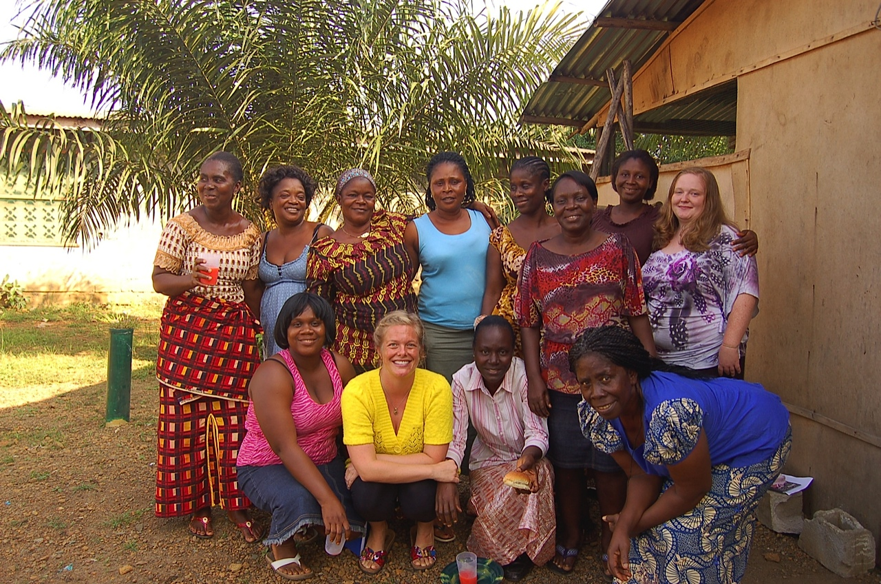Shannon Lerach with one of her trauma-focused recovery groups in Liberia.