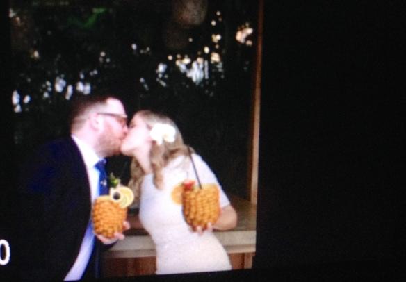 hawaii-wedding-pineapple