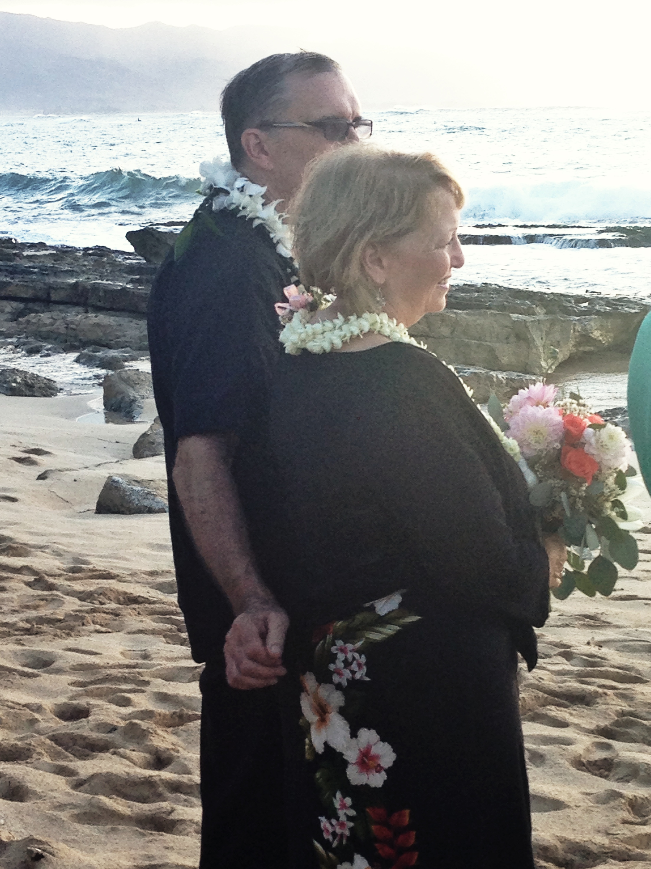 beach-north-shore-ceremony-parents