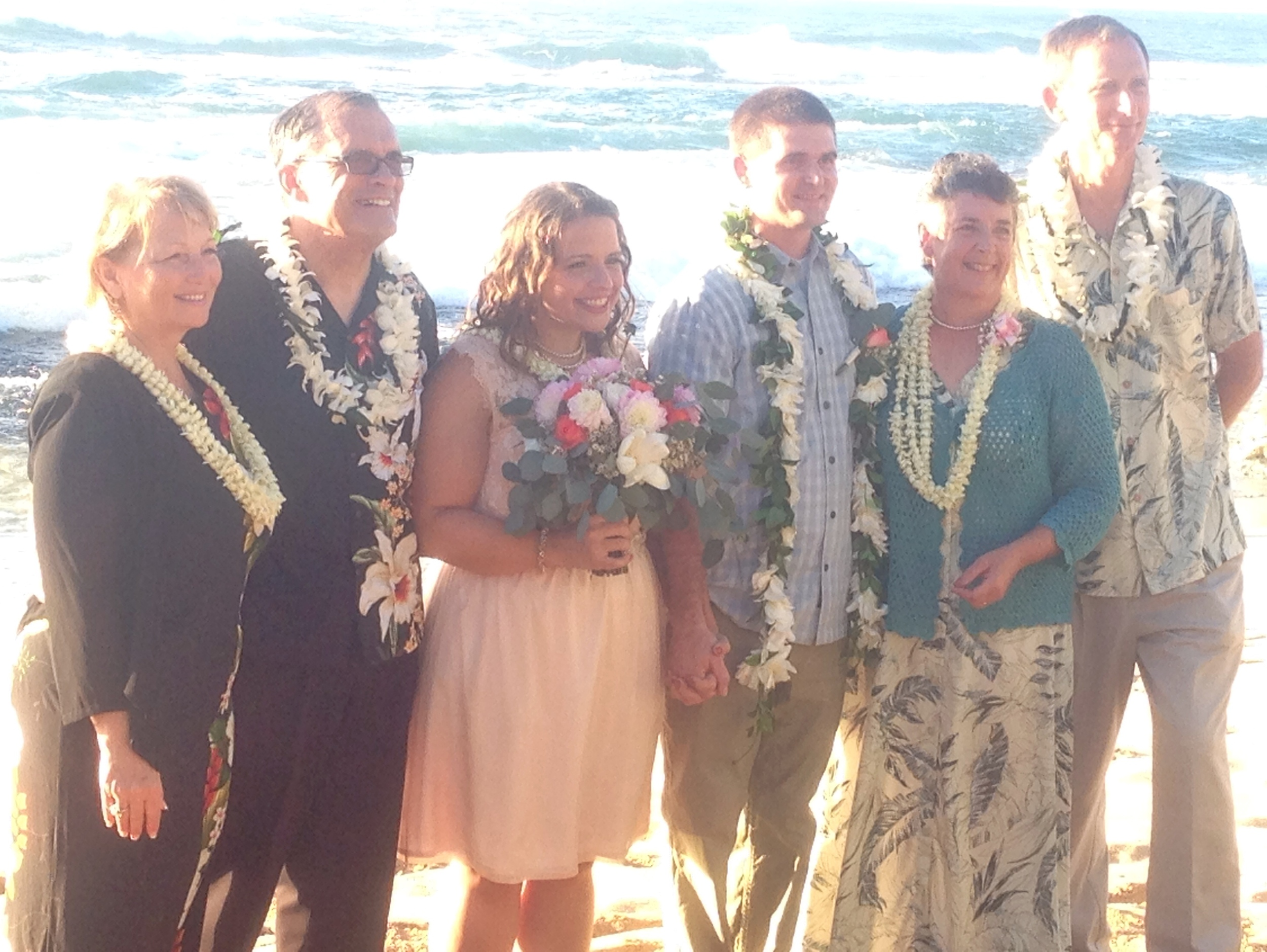 jacqueline-caleb-beach-hawaii-wedding-family