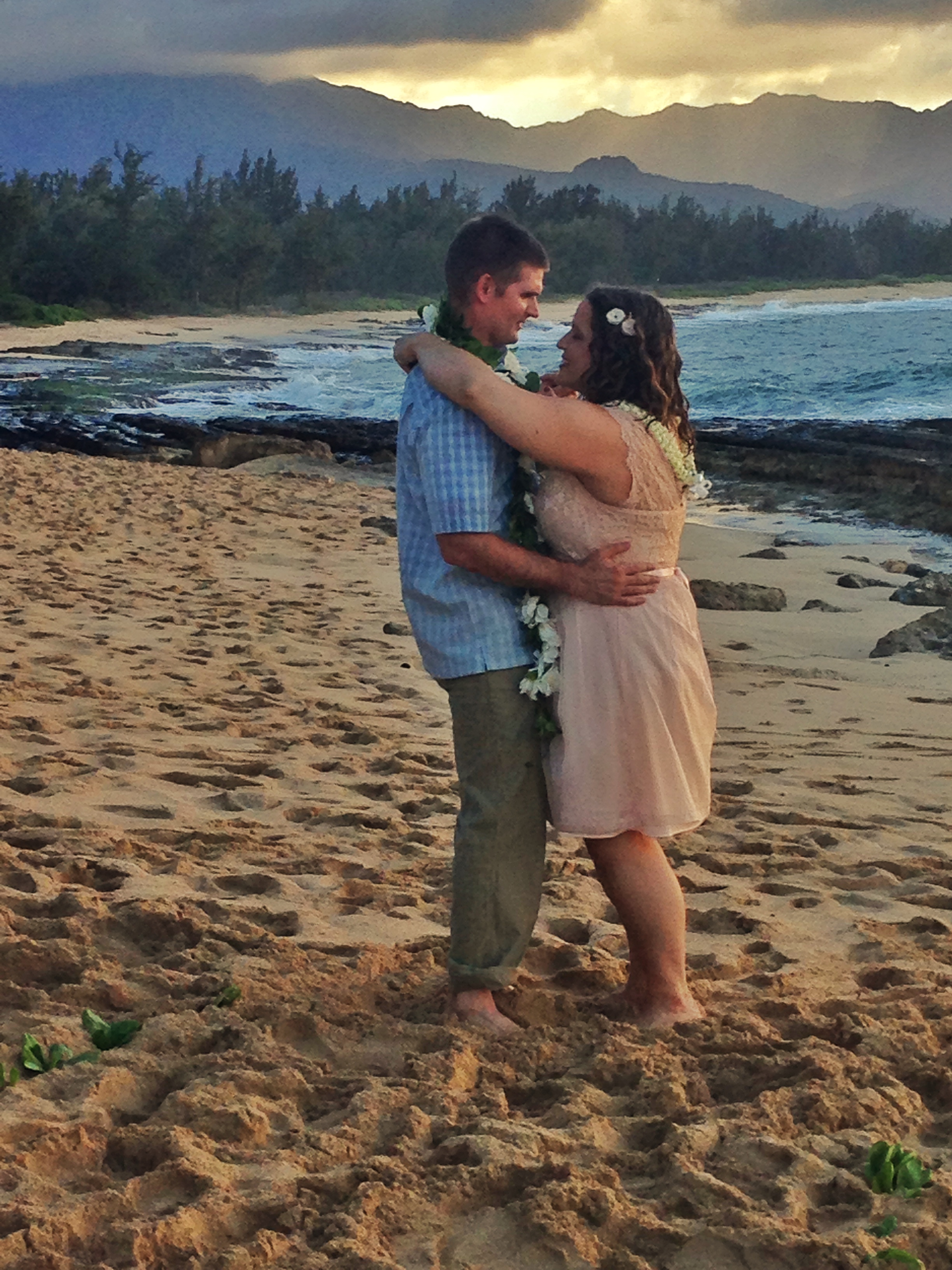 hawaii-beach-north-shore-wedding-dance