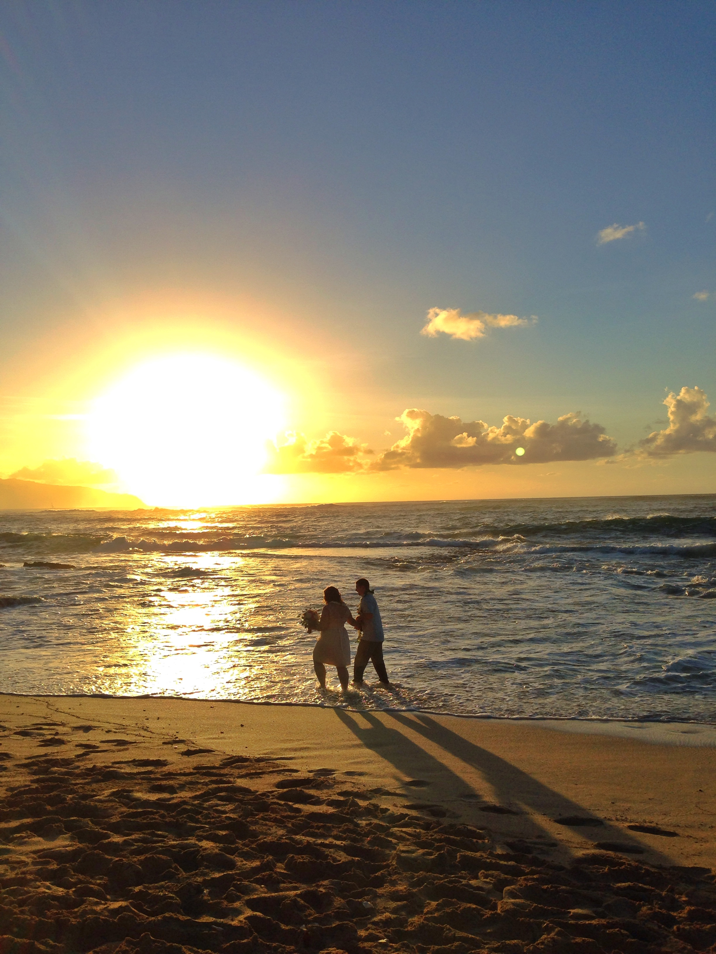 jacqueline-caleb-hawaii-beach-north-shore-sunset