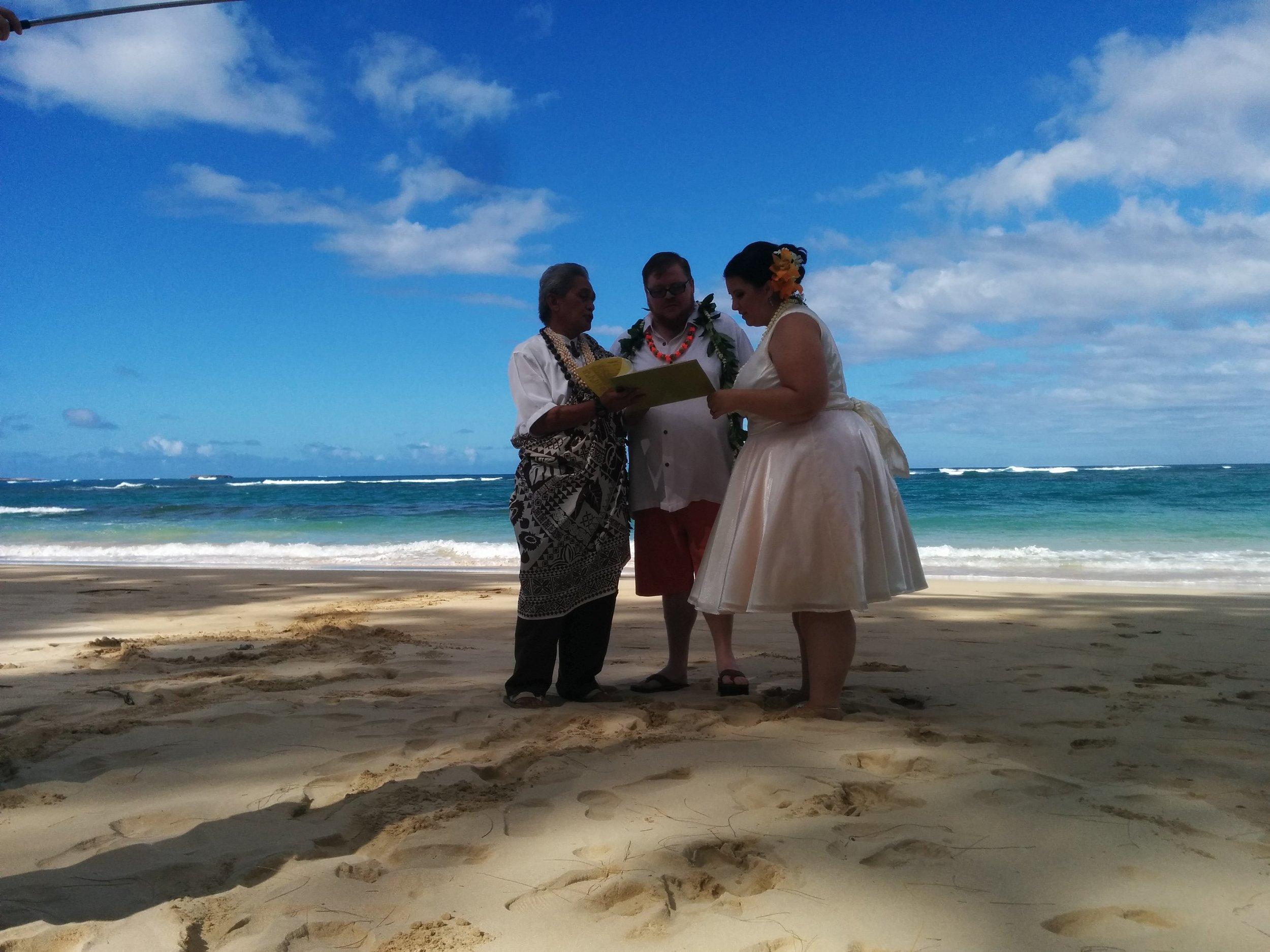 12-kokololio-beach-wedding.jpg