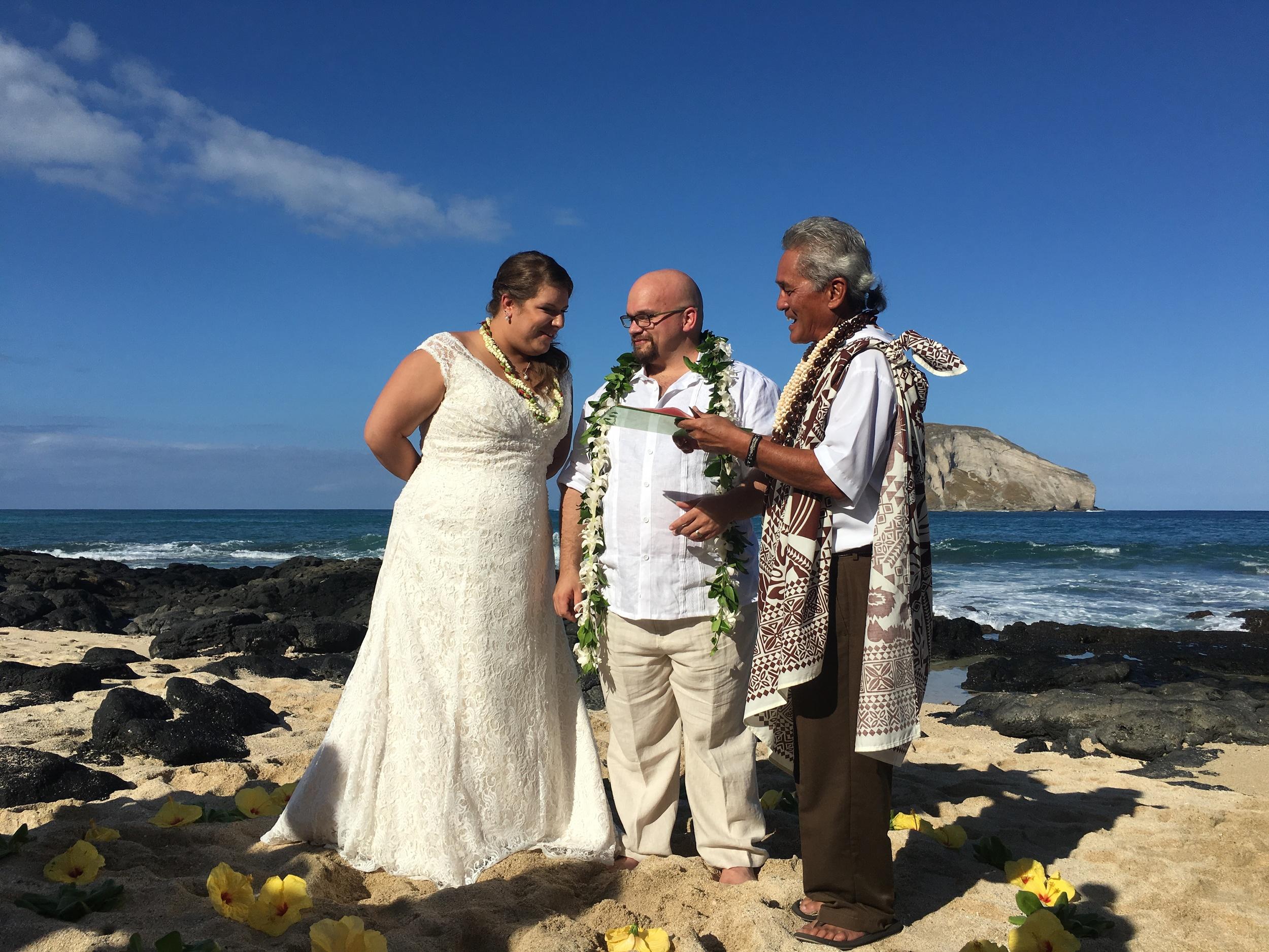 28-small-hawaii-beach-wedding.JPG