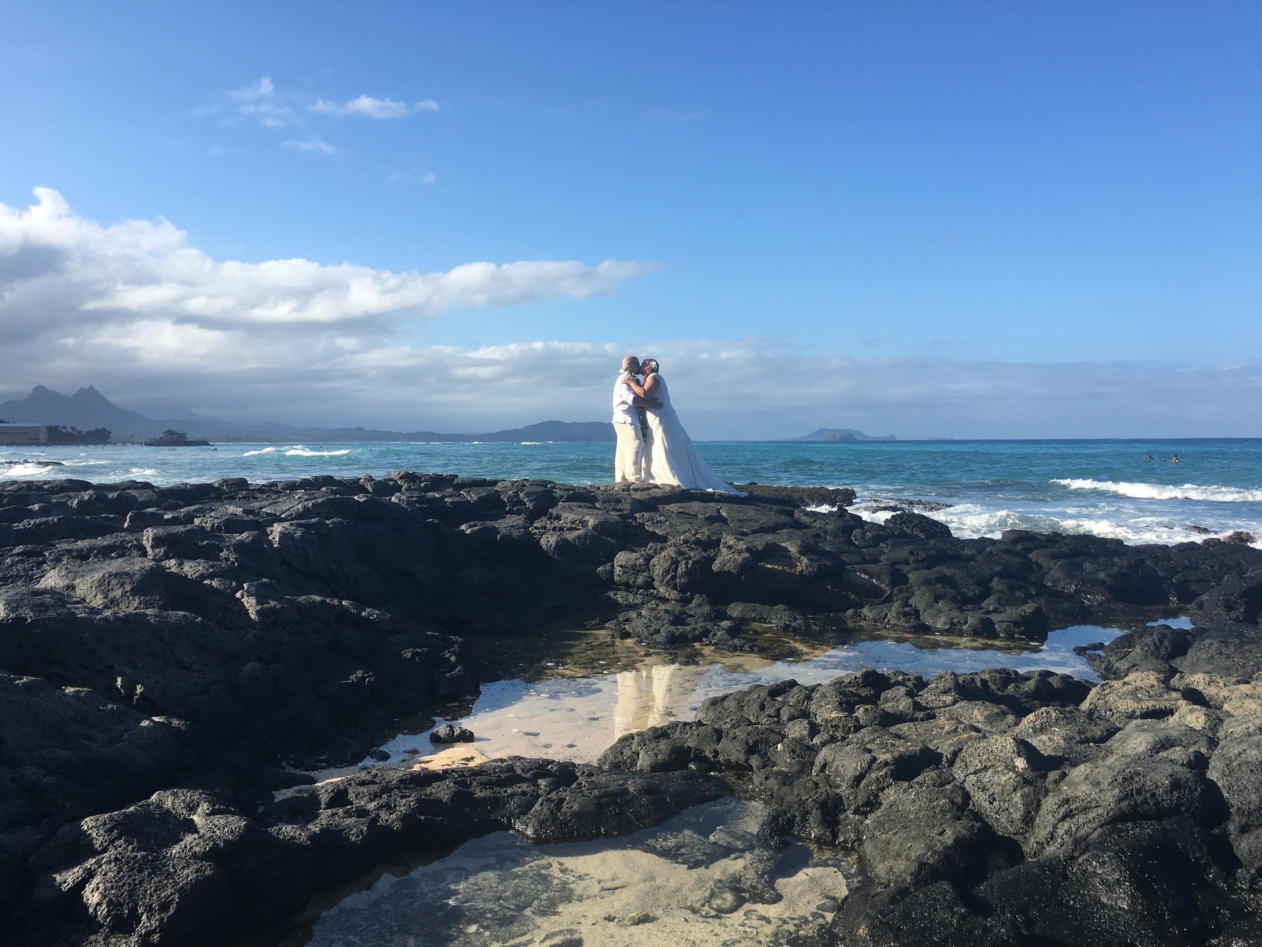 41-small-hawaii-beach-wedding.jpeg