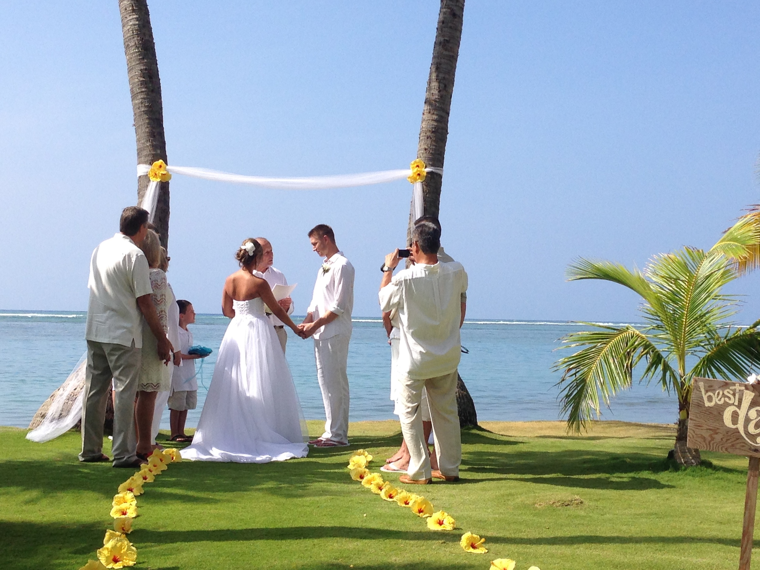 kahala-beach-wedding