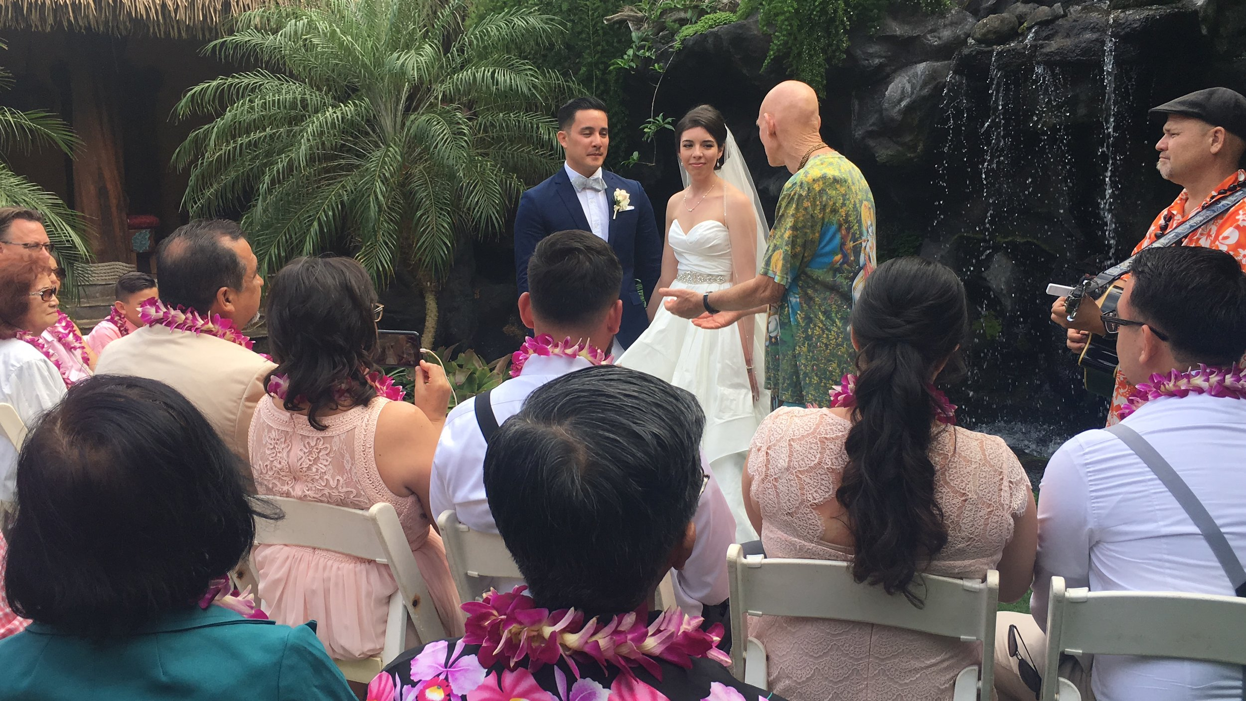 hawaii-waterfall-wedding