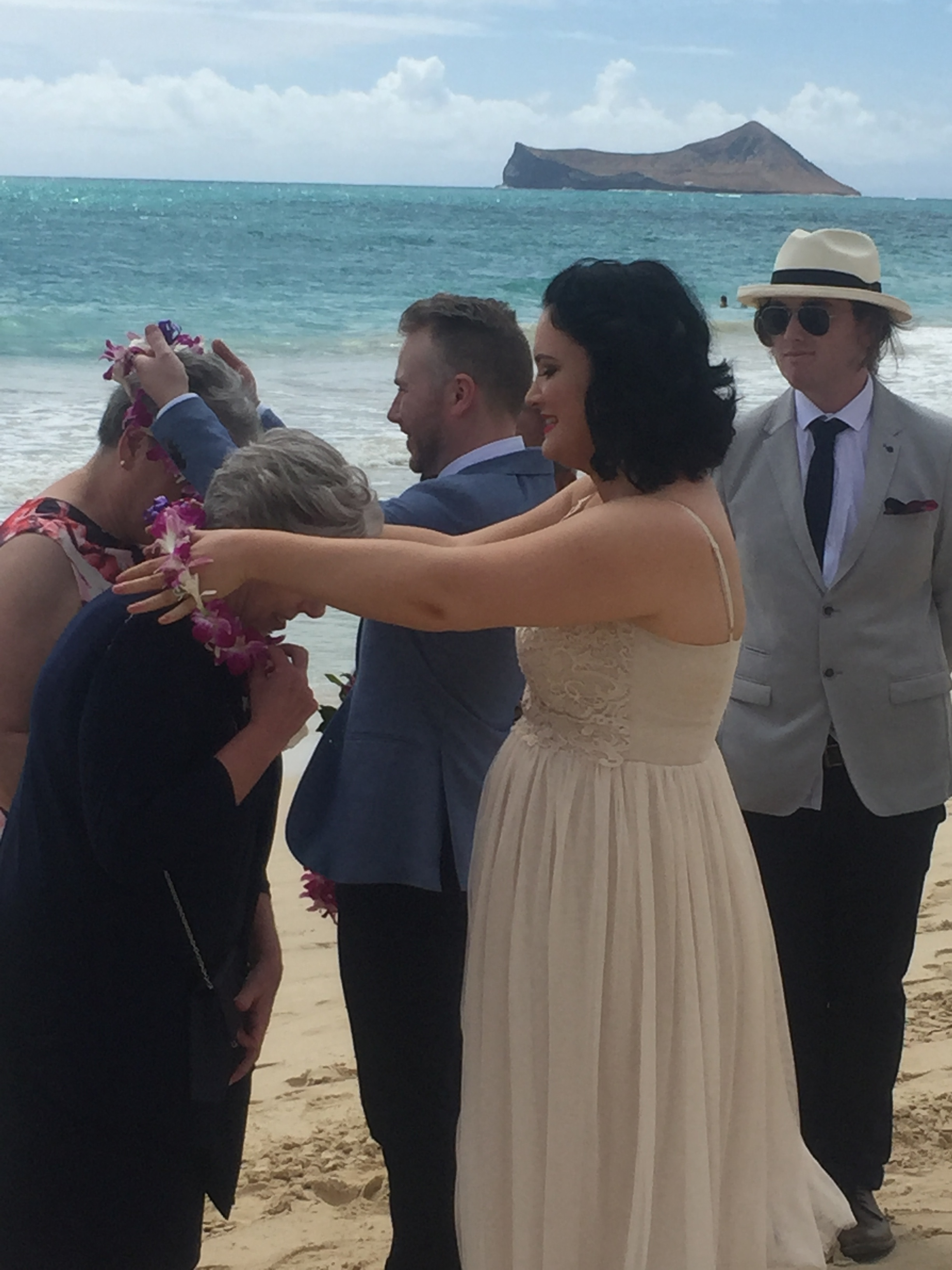 7-blue-ocean-hawaii-wedding.JPG