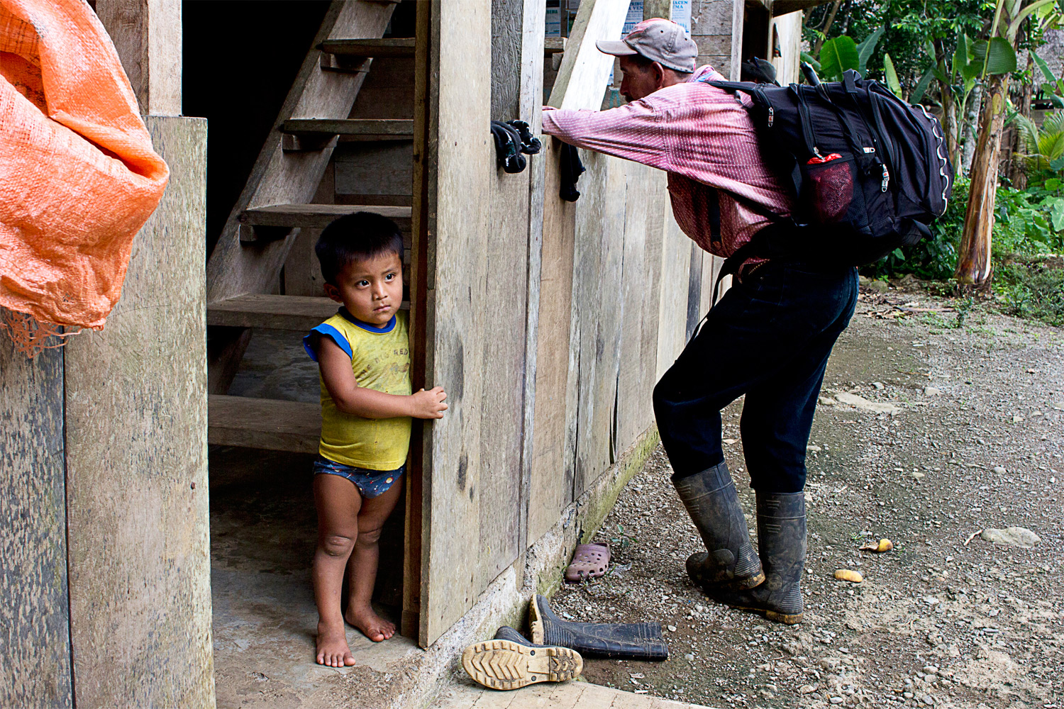 A little boy in the village ofNorteña waits expectantly for his siblings to come home from the neighbors.Norteña, located about two hours from the Caribbean coast, is a primary trading center for the Ngäbe- Buglé.