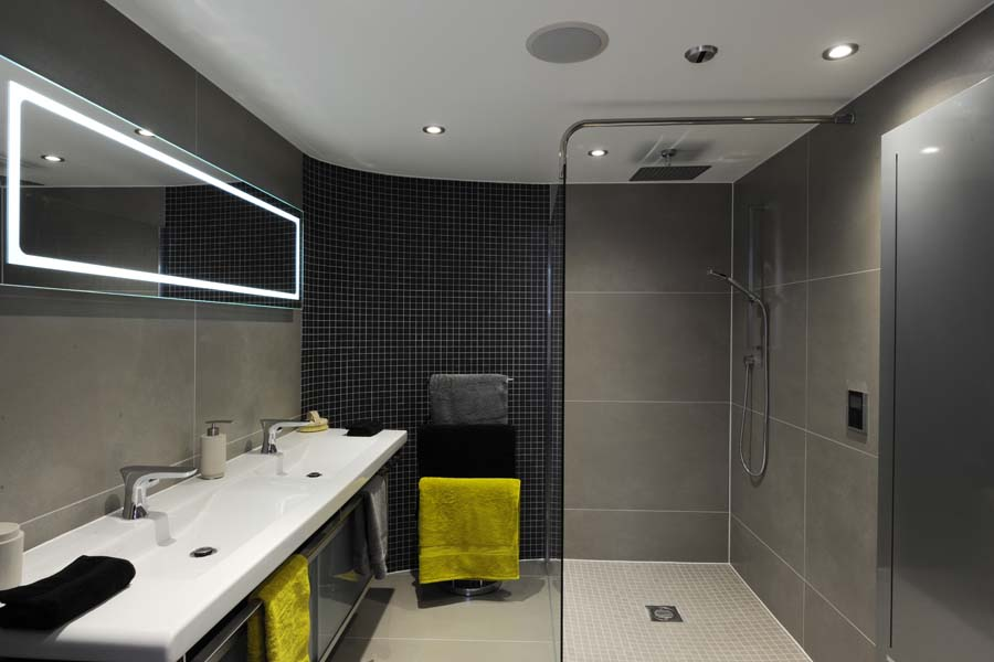 The bathroom is set within an individually designed pod which is central to the core of the flat. This keeps the construction away from the main walls and historic tiling which have been preserved due to the heritage of thelisted building.