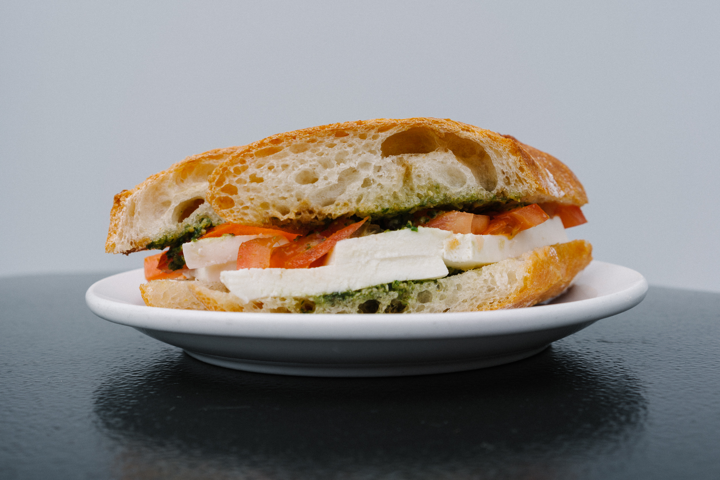 sandwich - mozzarella pesto.jpg