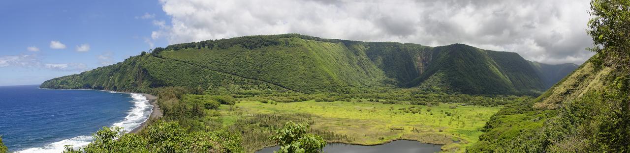 View from Muliwai trail, Waipi'o Valley below