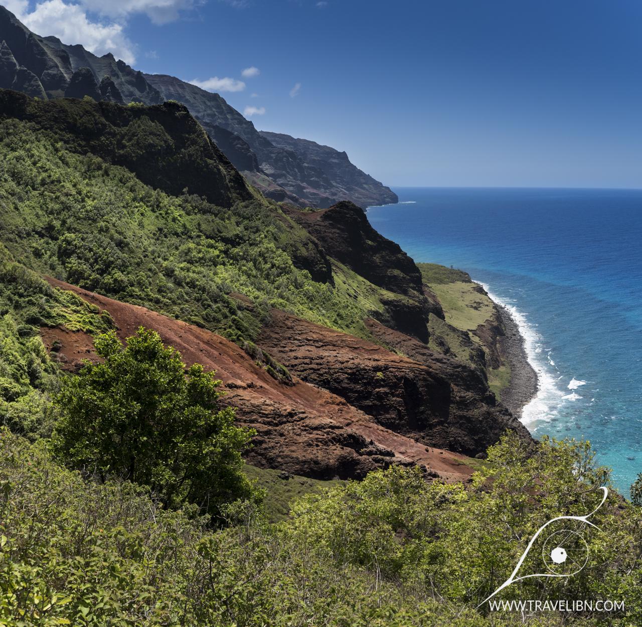 kalalau trail viewpoint.jpg