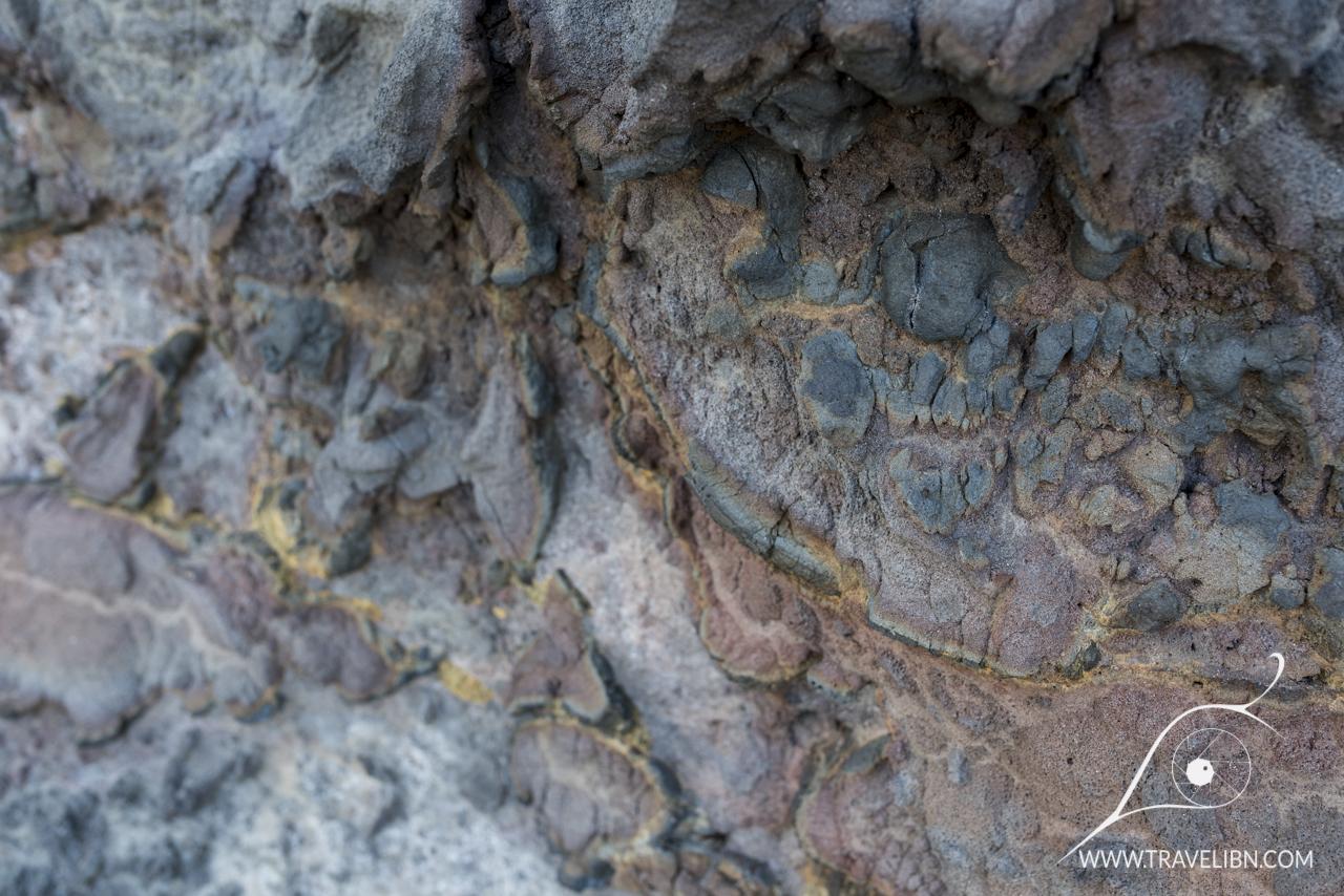 Lava colors on Kalalau Beach