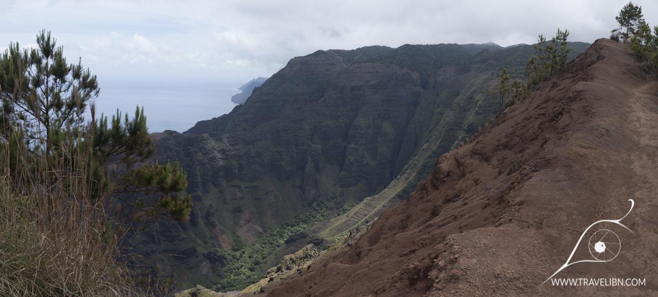 rim of nuaolo valley.jpg