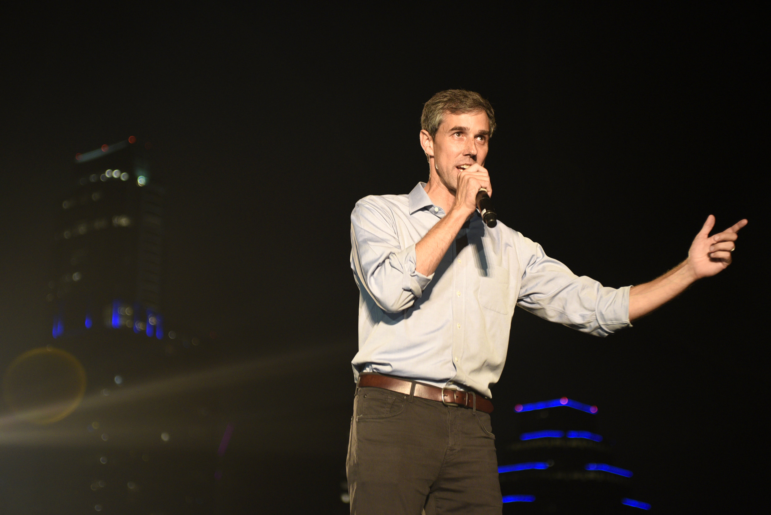 Beto urges attendees to register to vote before the Texas deadline, October 9.