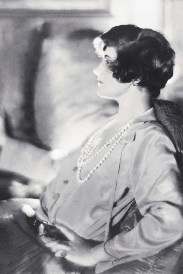54aab4927de46_-_elle-1920-coco-chanel-with-short-hair-xln-xln.jpg