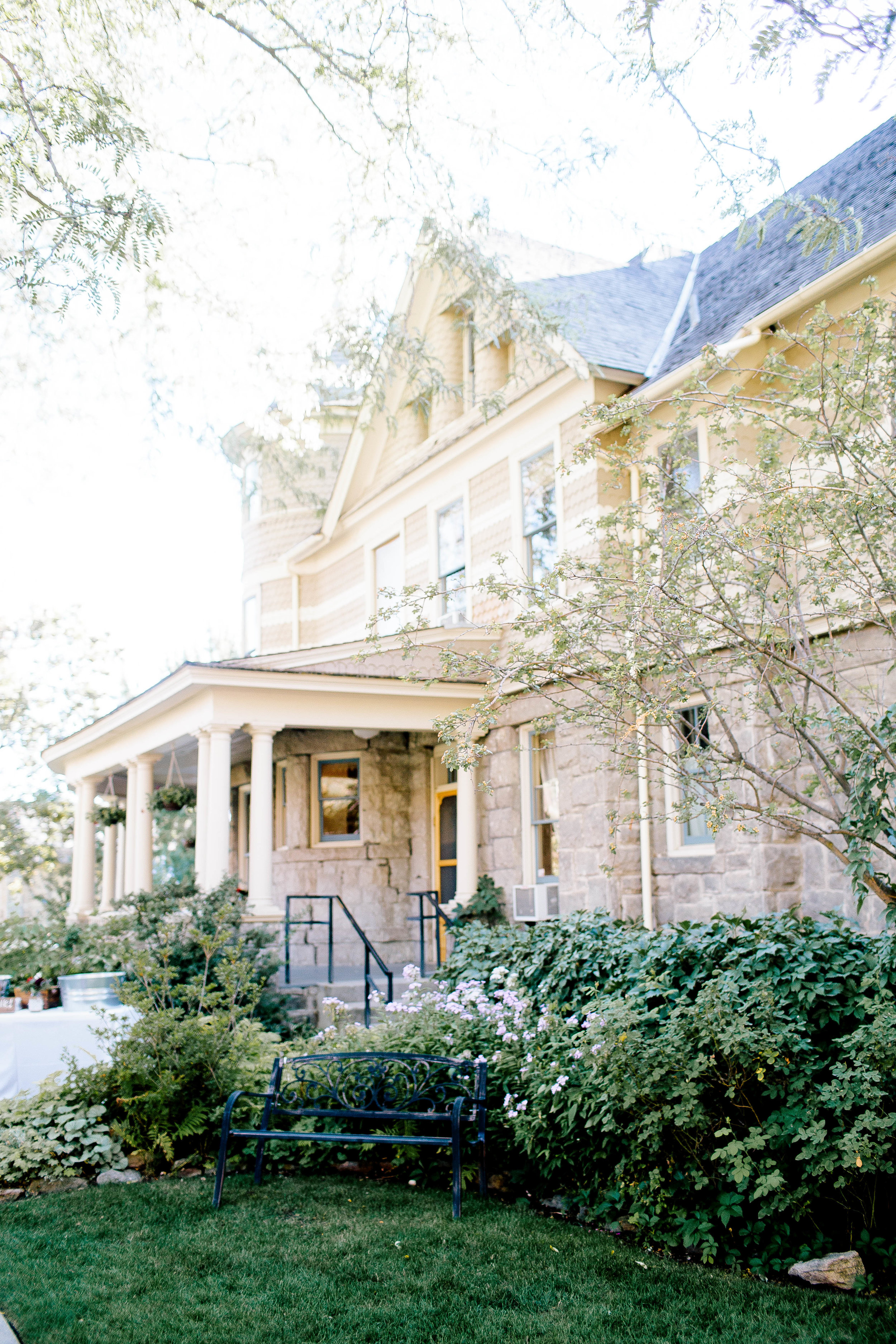 Boise Wedding Photography at the Bishop's House by Taylor Bellais- Idaho Wedding Photography by Taylor Bellais