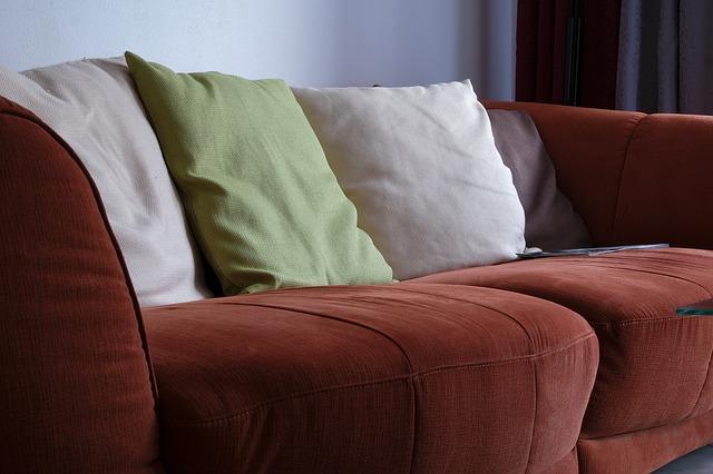 sofa-2777511_640.jpg