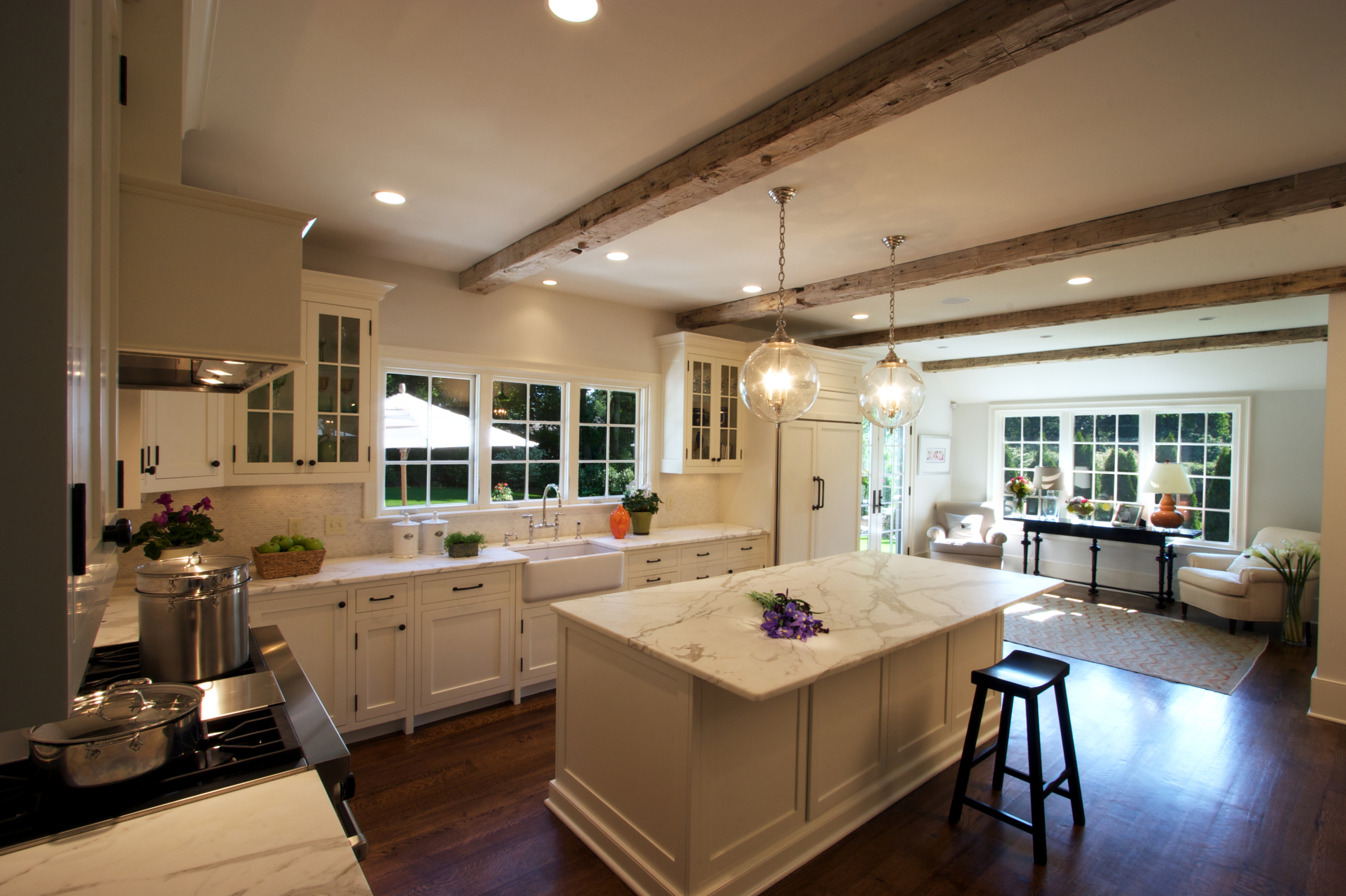 7-kitchen-left-to-right_V2f.jpg