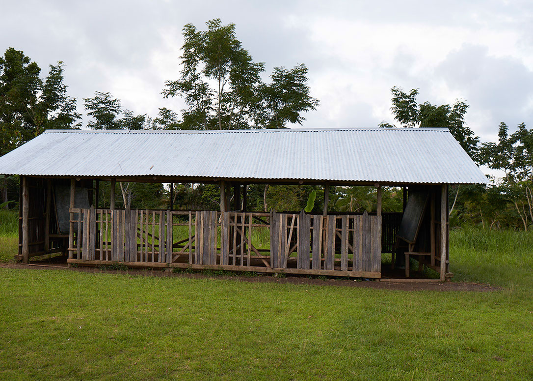 Orotoaba Community School where children go for grades 1 and 2 before joining Tainabuna School (a one hour walk/canoe ride away) at Grade 3.