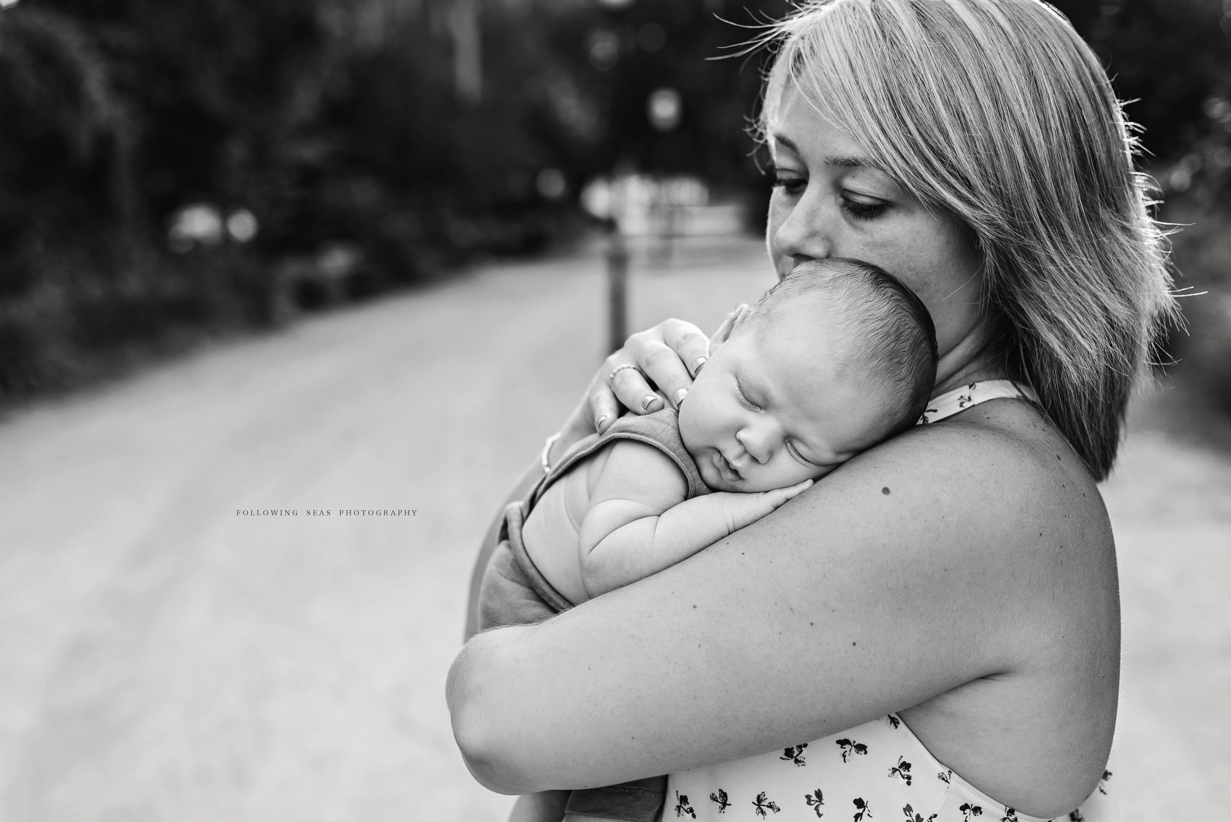 Charleston-Outdoor-Newborn-Photographer-Following-Seas-Photography-5975BW.jpg