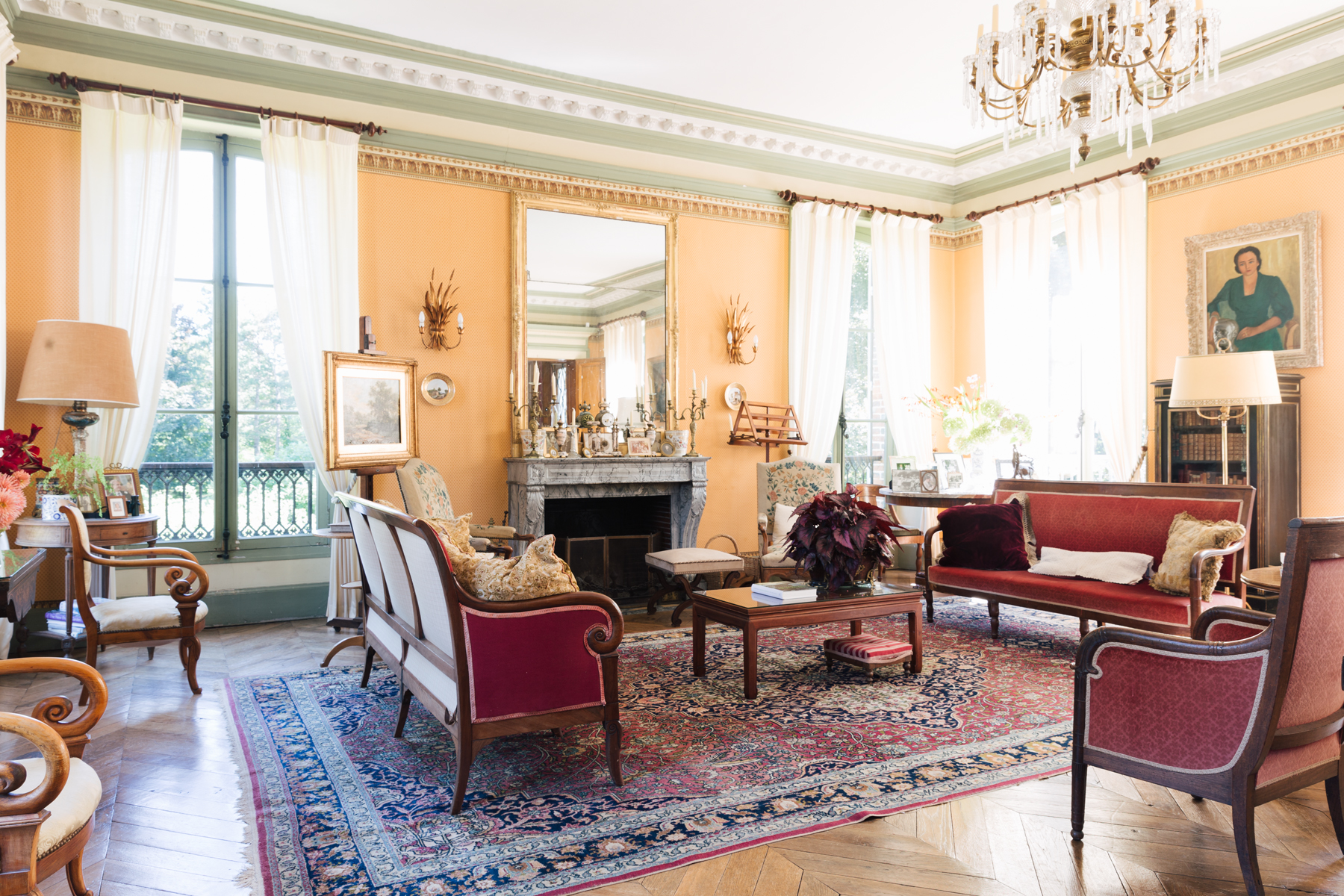 The grand salon, the regular spot for the evening aperitif.