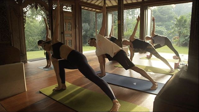 BALi ✨ . . . Just one of the wonderful places our Online Yoga Practice Library can take you! . . Filmed on location at our beautiful Bali Yoga Experience villa, this class is a great all around practice for everyone to incorporate some yoga into your day!
