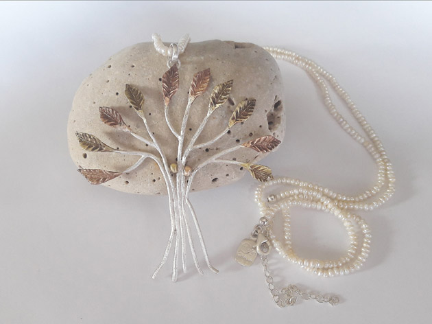 02 The dancing tree necklace with pearl.jpg