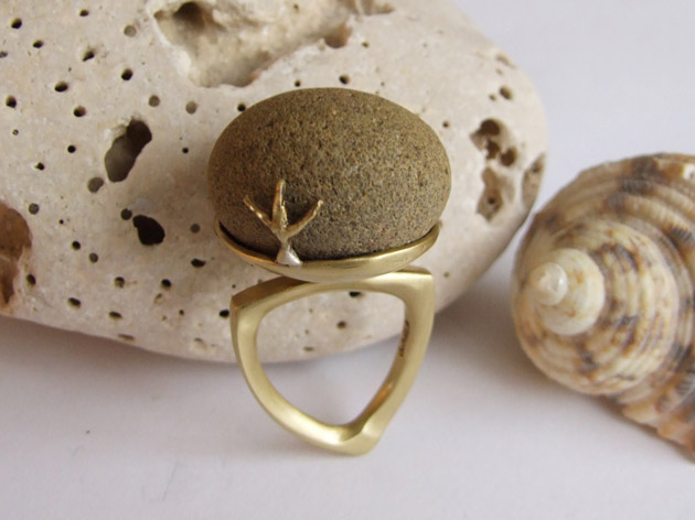 80 Pebble & seagull footprints  ring no.54.jpg