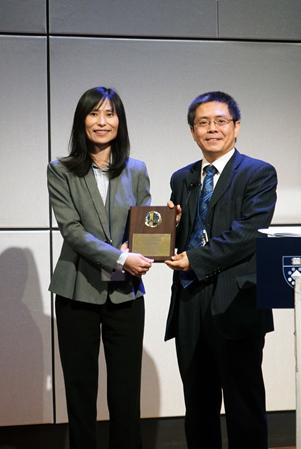 Dr. Xiuling Lu honored Dr. Yaning Wang SAPA-CT speaker award