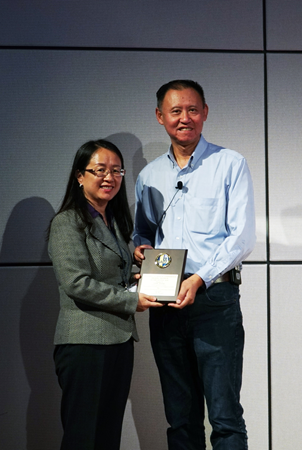 Dr. Lian Wang, VivoZ BioLabs, SAPA Parallel Session A session chair, honored Dr. Yide Jiang speaker award