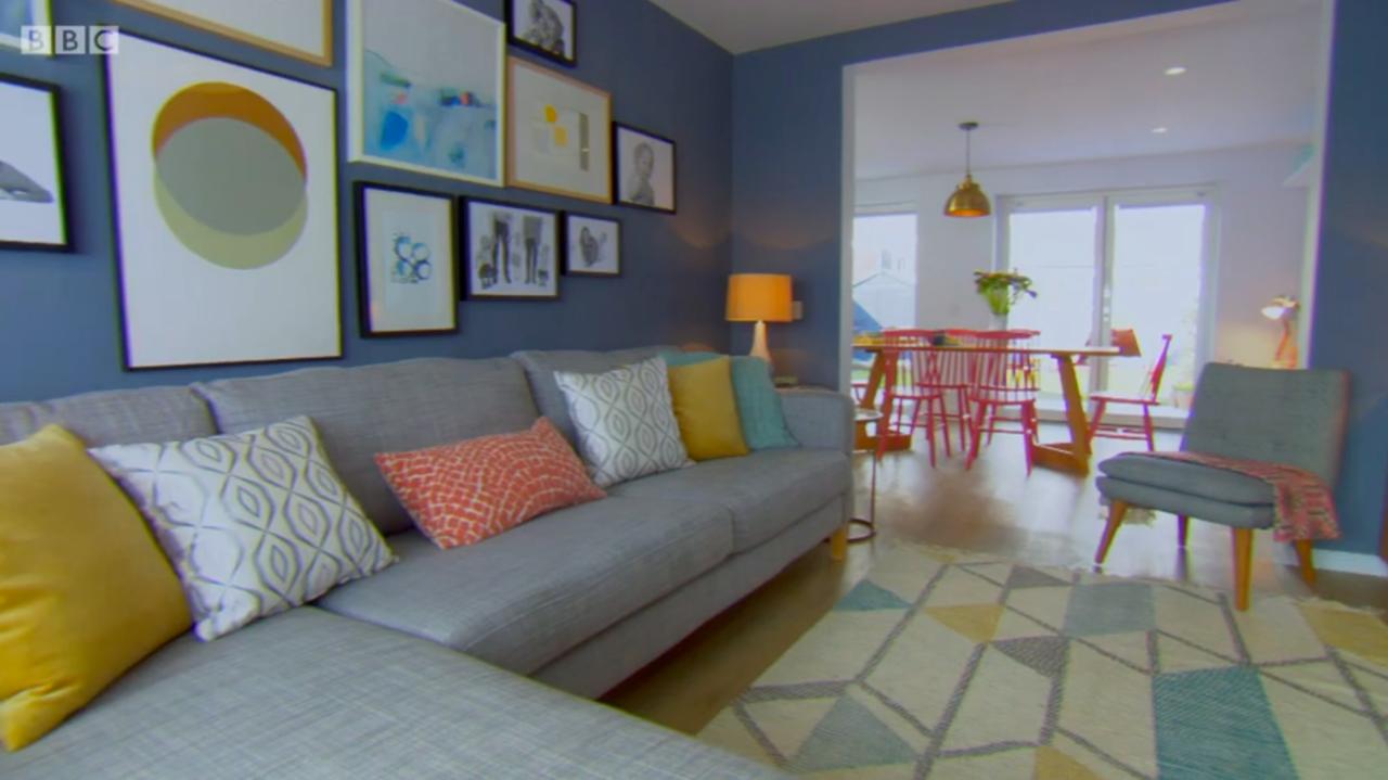 DIY SOS Lane print Circles Gold and Grey living room.png