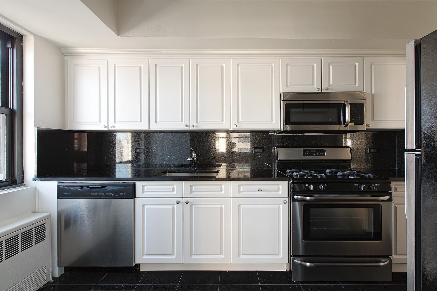 305E86 - Apt Kitchen.jpg