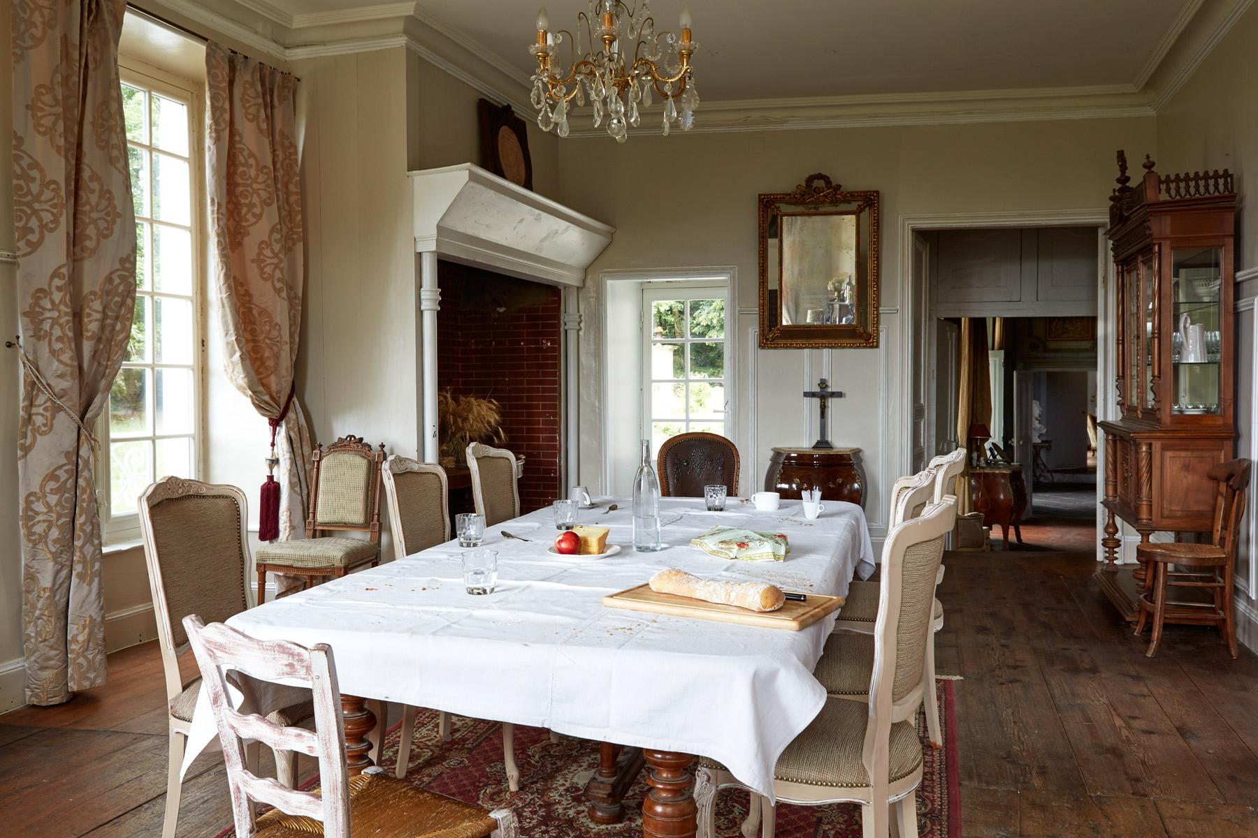 Dining_Room_00065.jpg