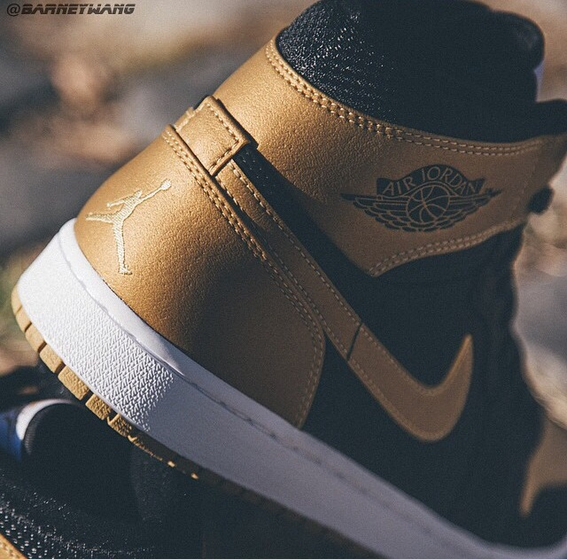 """The Air Jordan 1 x Carmelo Anthony """"PE"""" is the first to be previewed, of what is believed to be a 4 shoe pack releasing in 2015 from Jordan Brand. Thanks again to  @BarneyWang  for the preview pictures."""