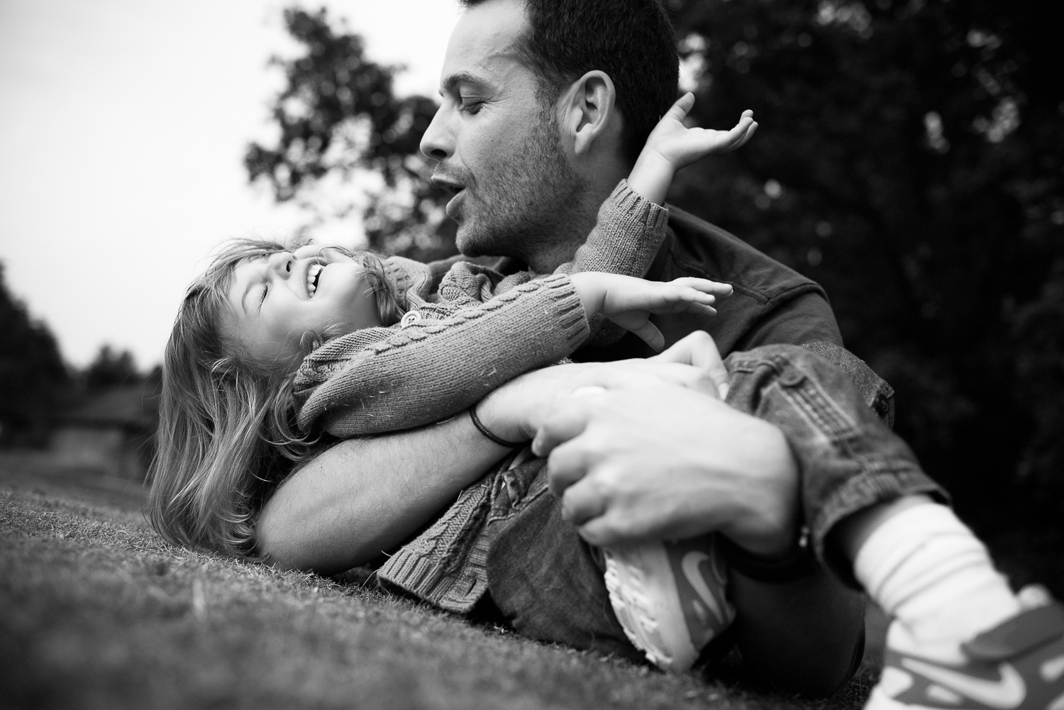 I love this photograph that my wife took during our England Summer 2015: It makes me feel exactly that joy I experience when playing with my daughter, priceless.