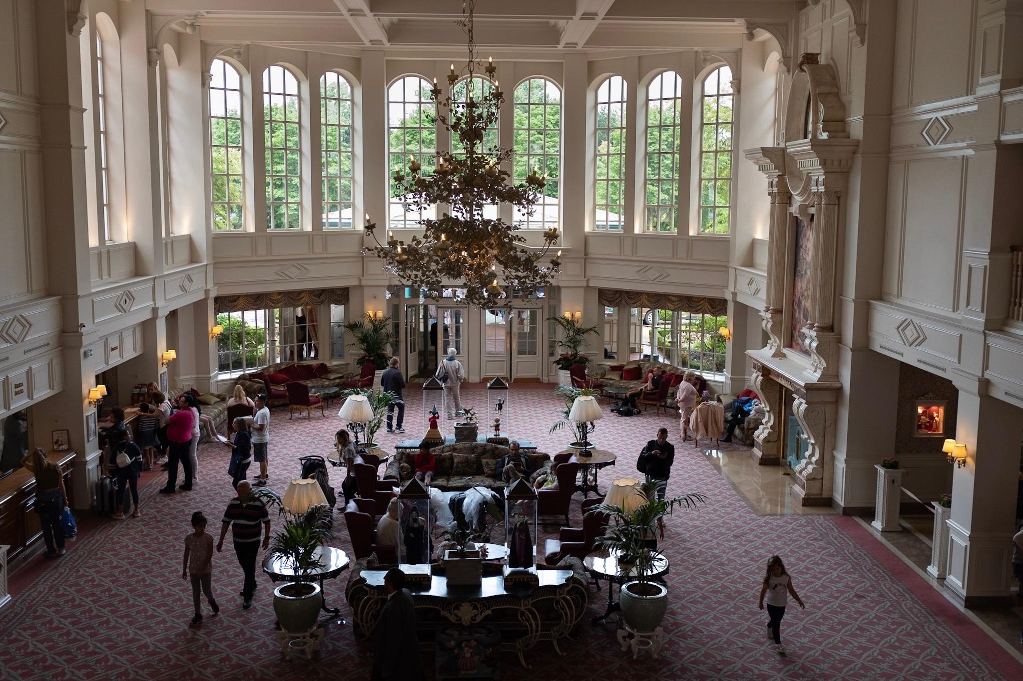 Hall del Hotel Disneyland