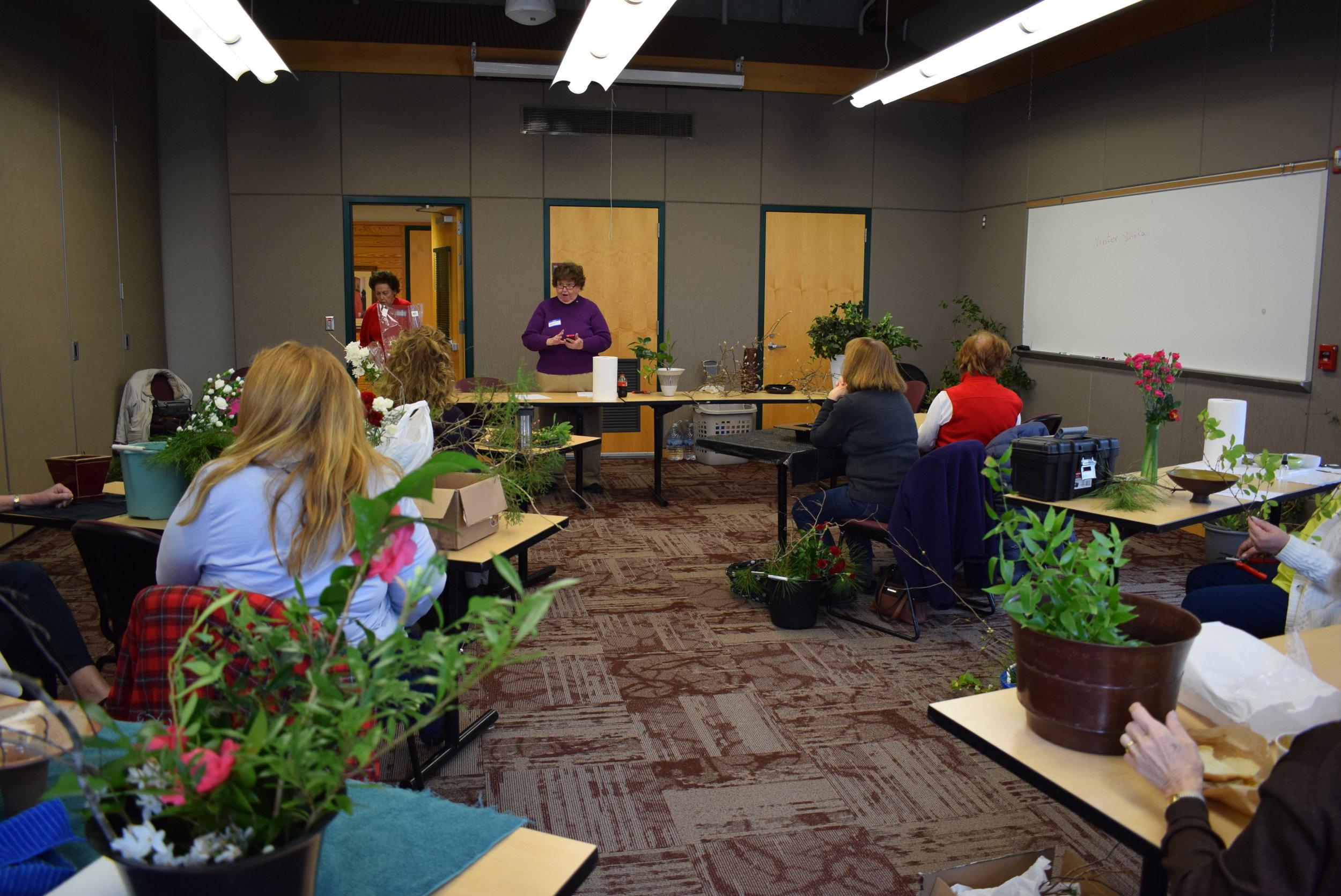 Ikebana workshop - Jane Barbot teaching.JPG