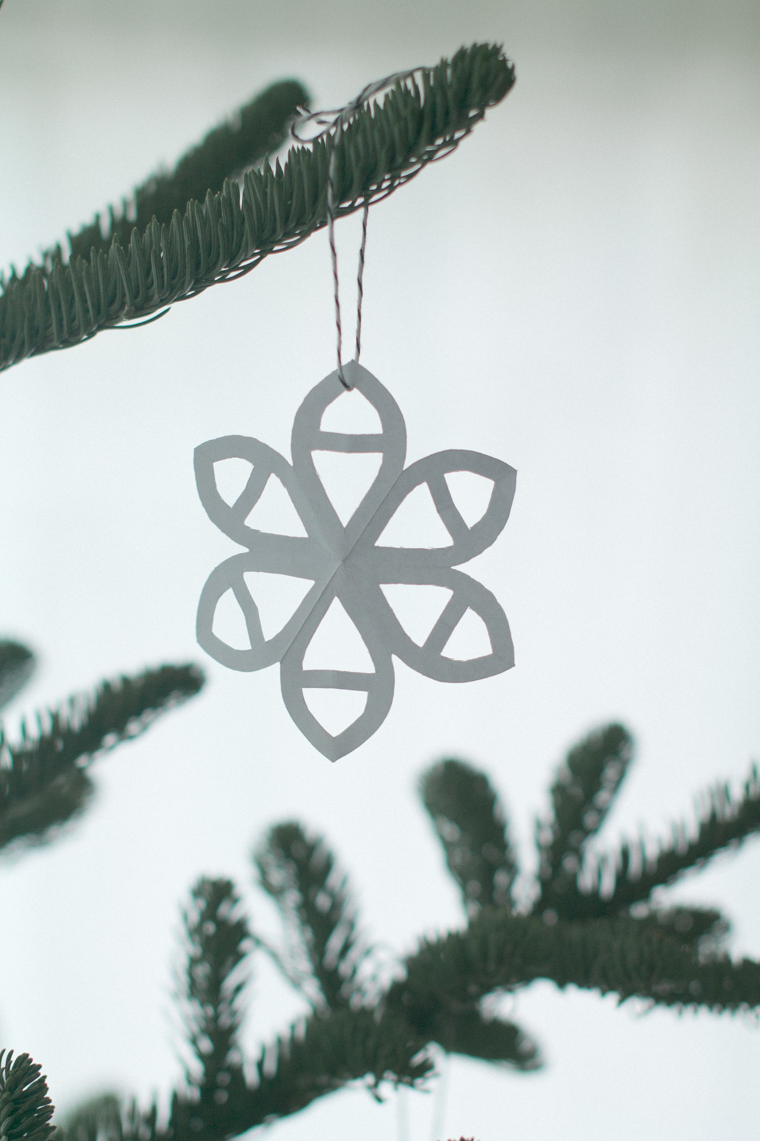 Simple and Sustainable Christmas Tree Decorations | Keeper & Co. Blog