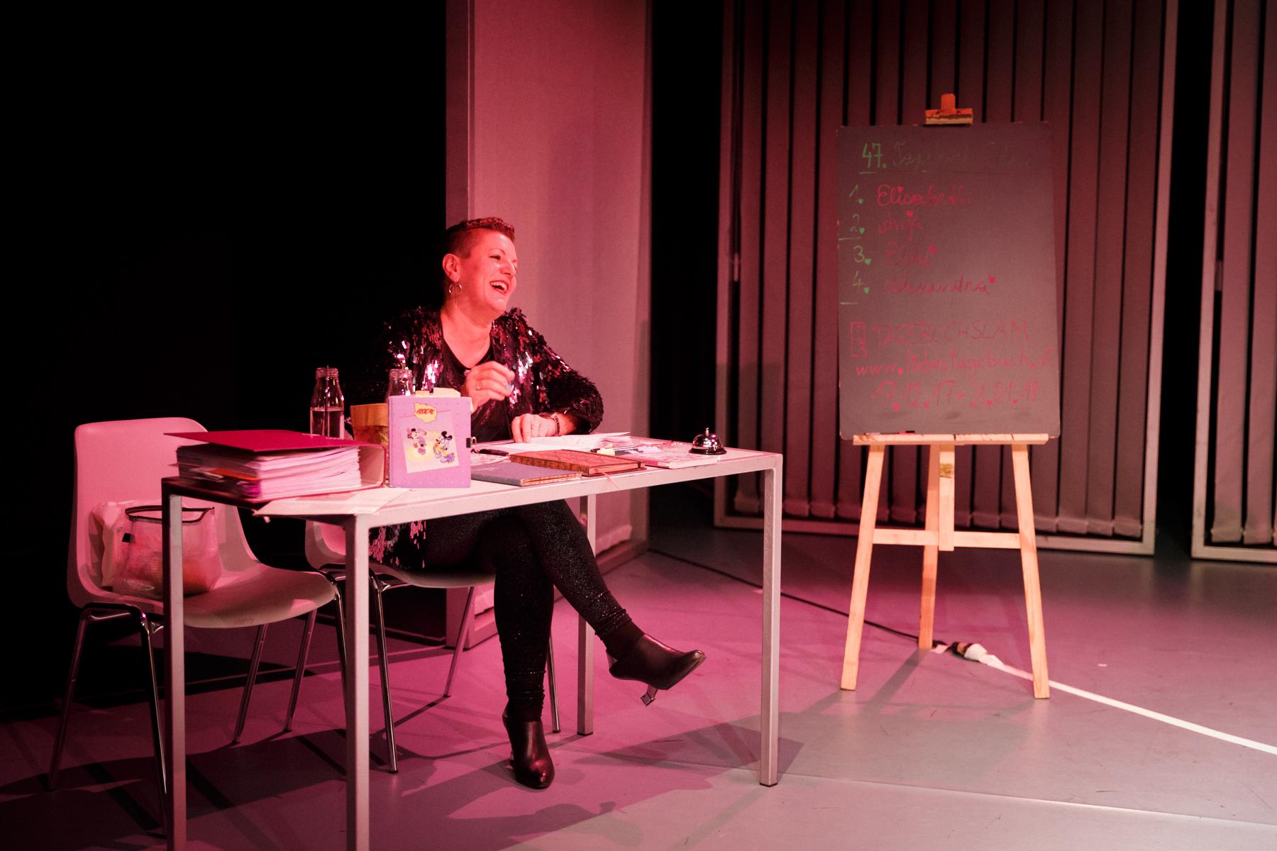 17-11-26 TAGebuch Slam Buchpräsentation_©anna konrath_15.jpg